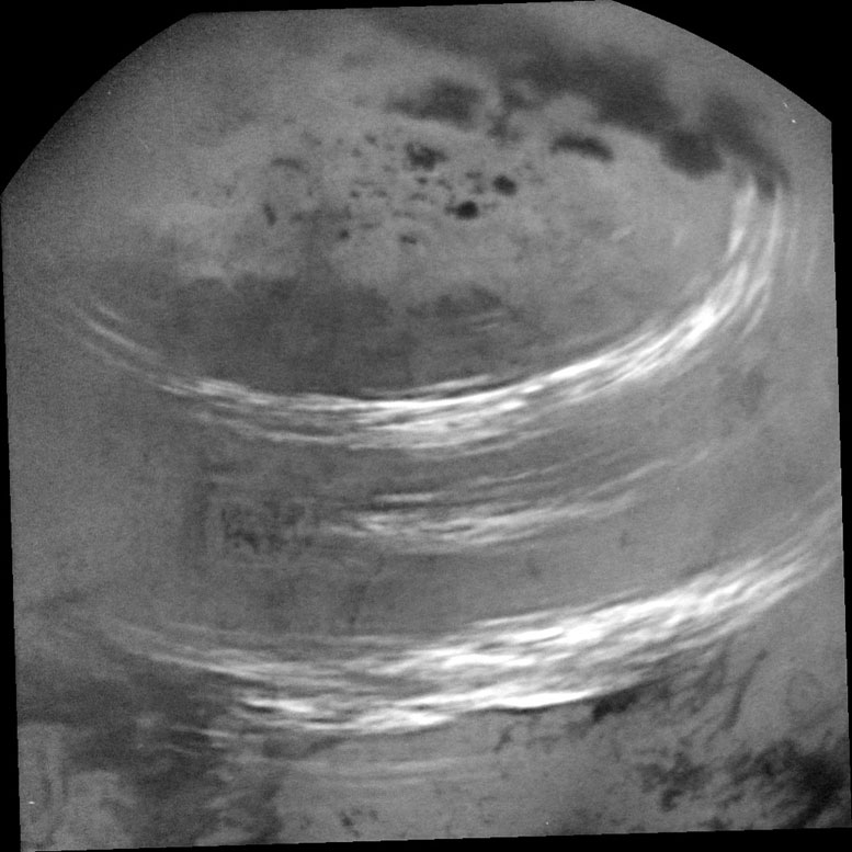 Astronomers View Cloud Bands Streaking Across Titan