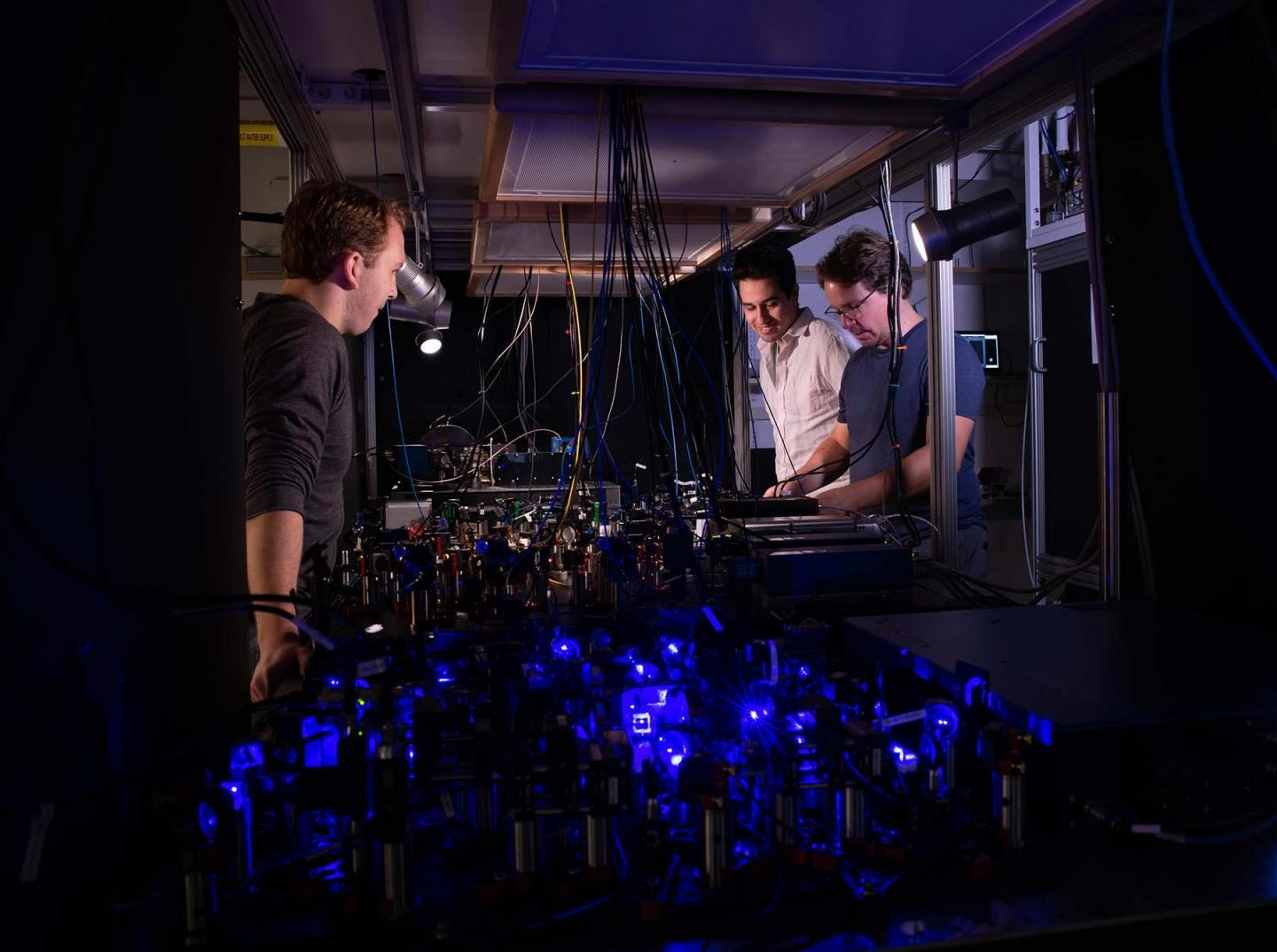 New Optical Atomic 'Tweezer Clock' May Be Most Accurate and Precise Timekeeper Yet - SciTechDaily