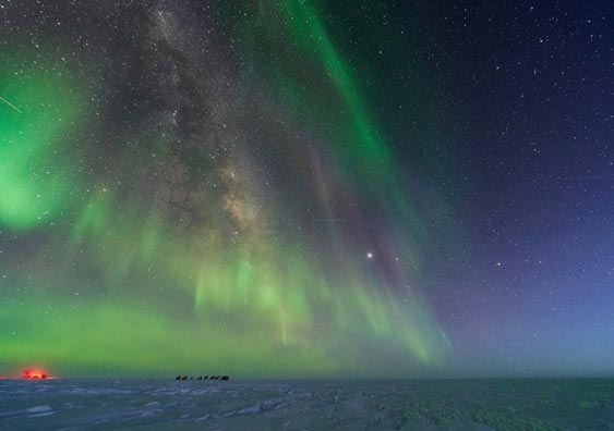 Aurorae and Stars South Pole Station