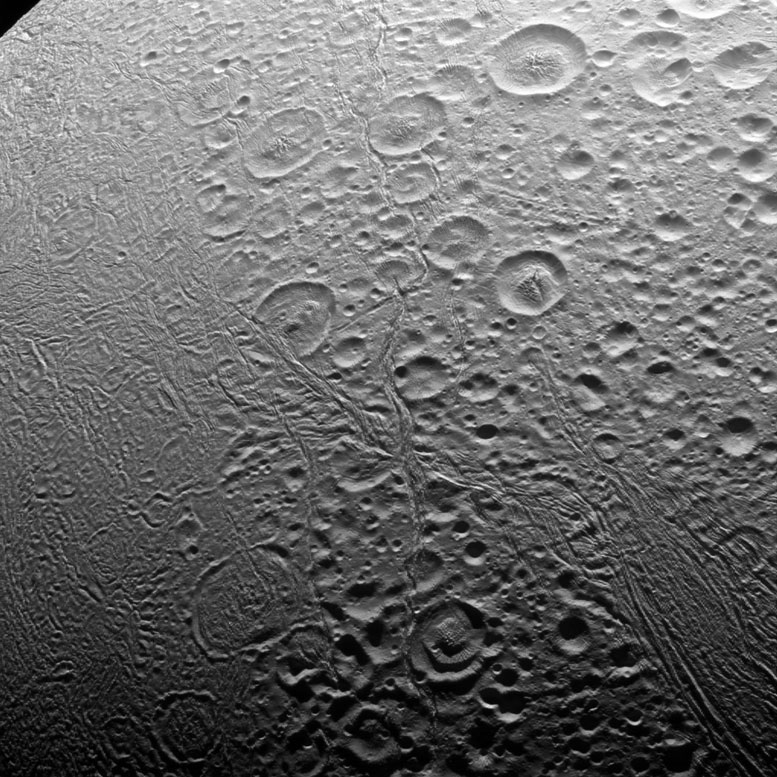 Cassini Captures New Image of Enceladus