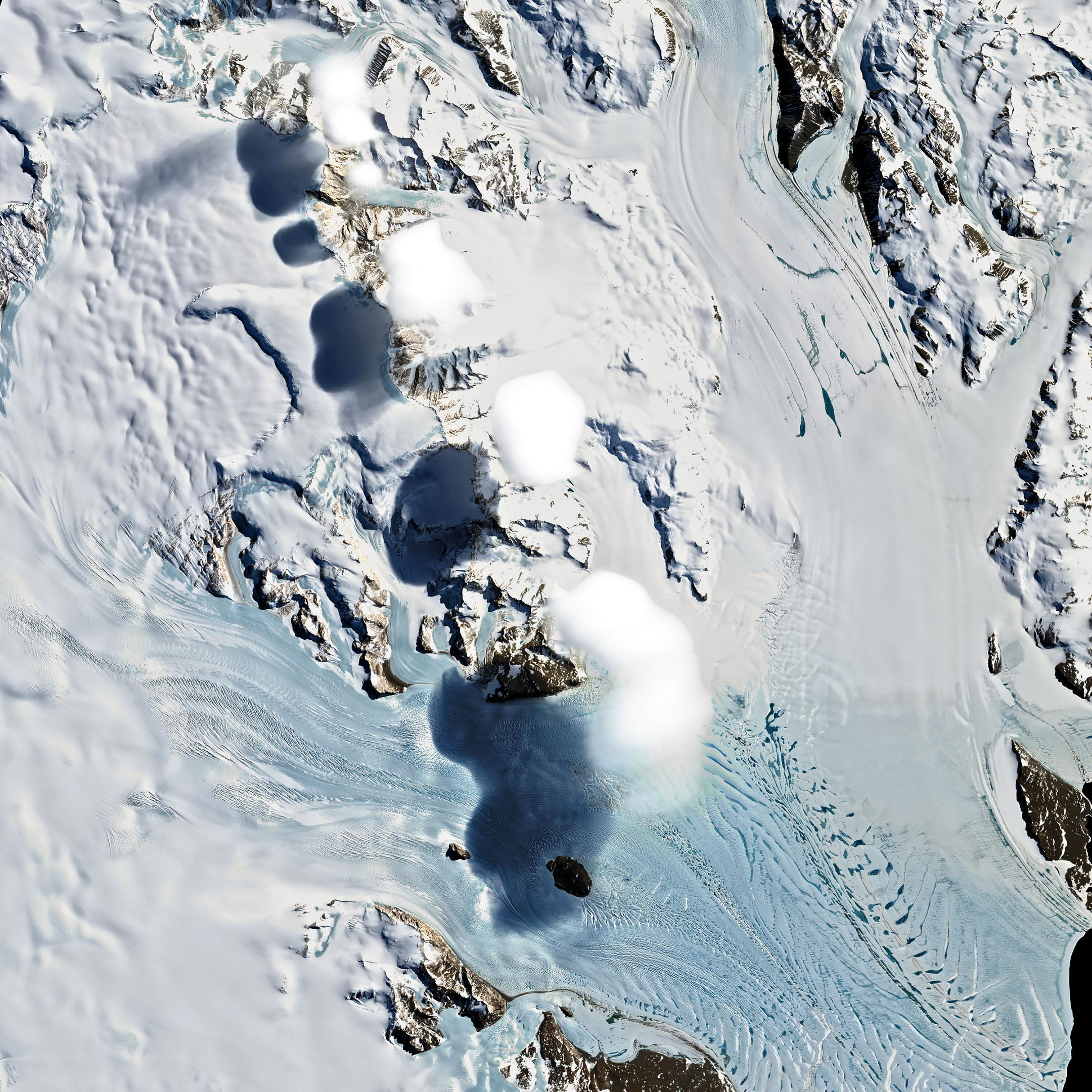 Mysterious Hovering Clouds Spotted Over the Transantarctic Mountains