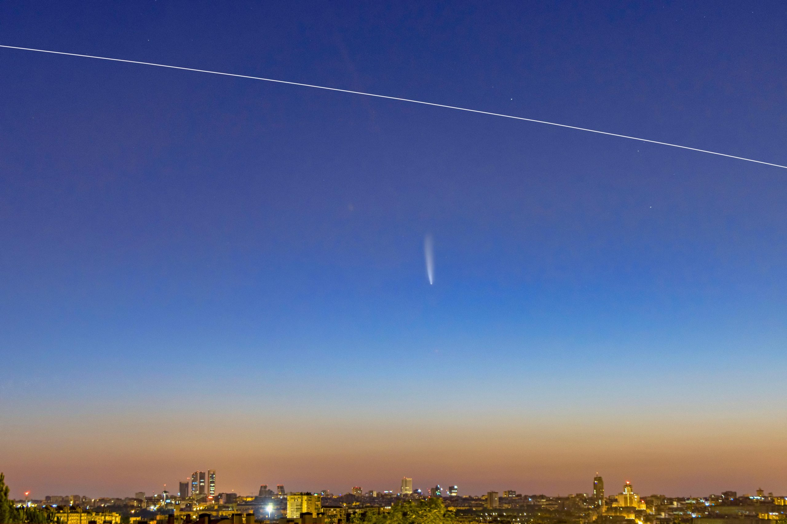 Stunning View of Comet NEOWISE Over Madrid As Space Station Streaks Past - SciTechDaily