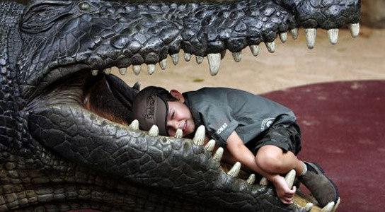 Crocodylus_thorbjarnarsoni-swallowing-kid