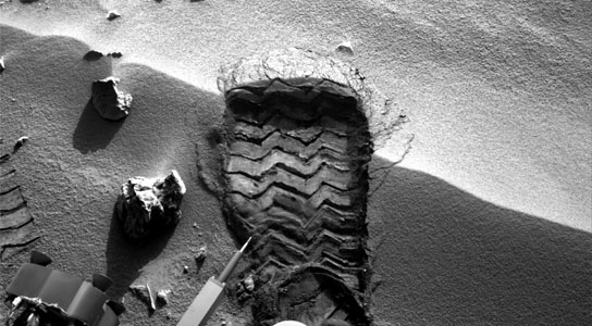 Curiosity Prepares to Study Martian Soil