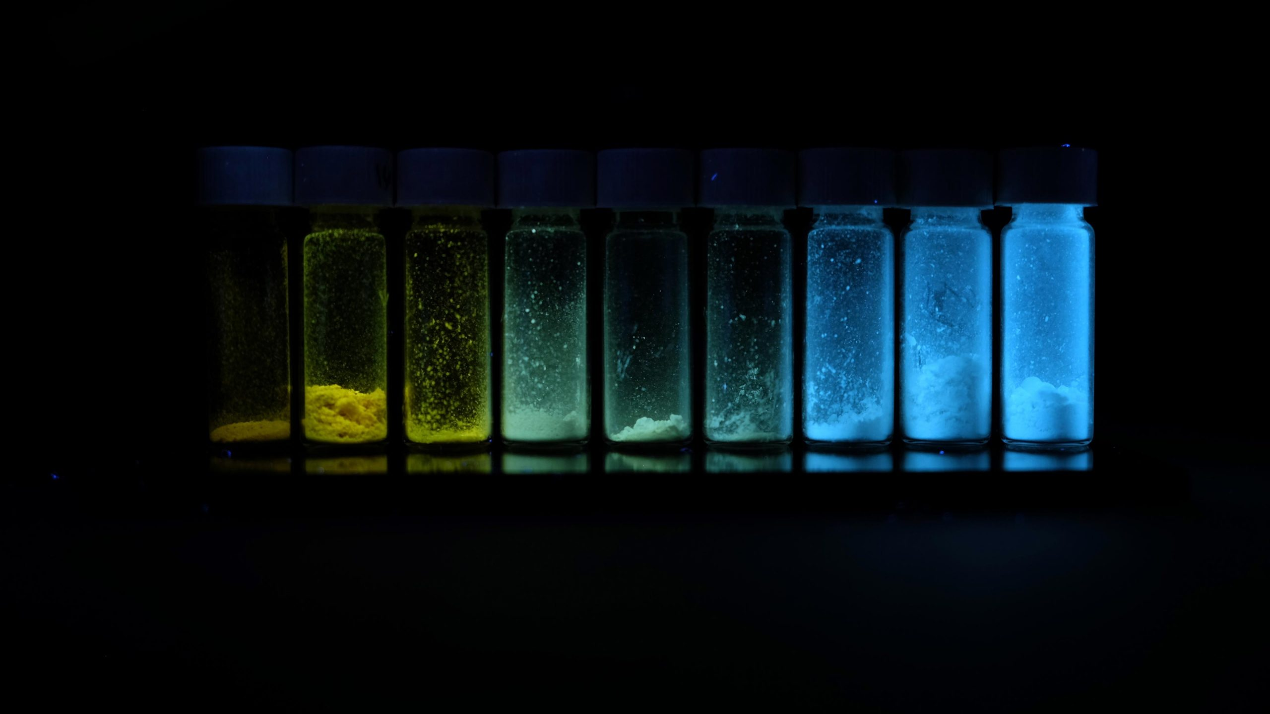 Polymer Fluorescence: Chain Length Determines Molecular Color