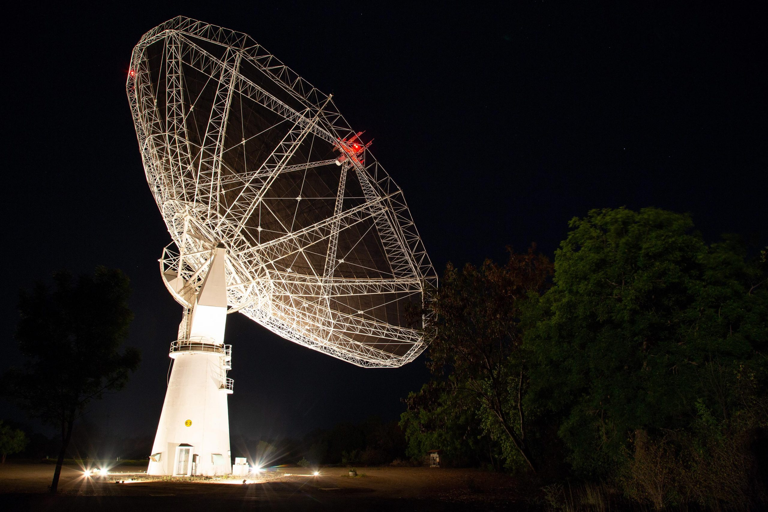 Mass of Hydrogen in Distant Galaxies Measured by Upgraded Giant Metrewave Radio Telescope - SciTechDaily