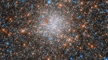 Hubble Views Glittering Star Cluster in Nearby Galaxy
