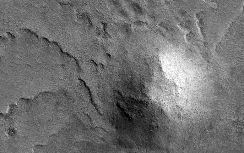 HiRISE Examines a Hill in the South Polar Region of Mars