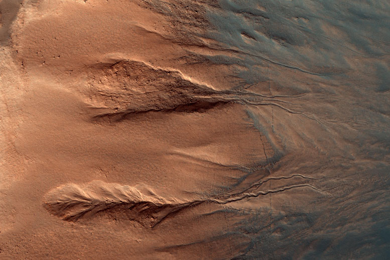 HiRISE Views Contrasting Colors of Mars Crater Dunes and Gullies