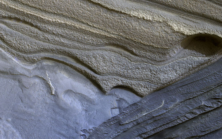 HiRISE Views North Polar Layers of Mars