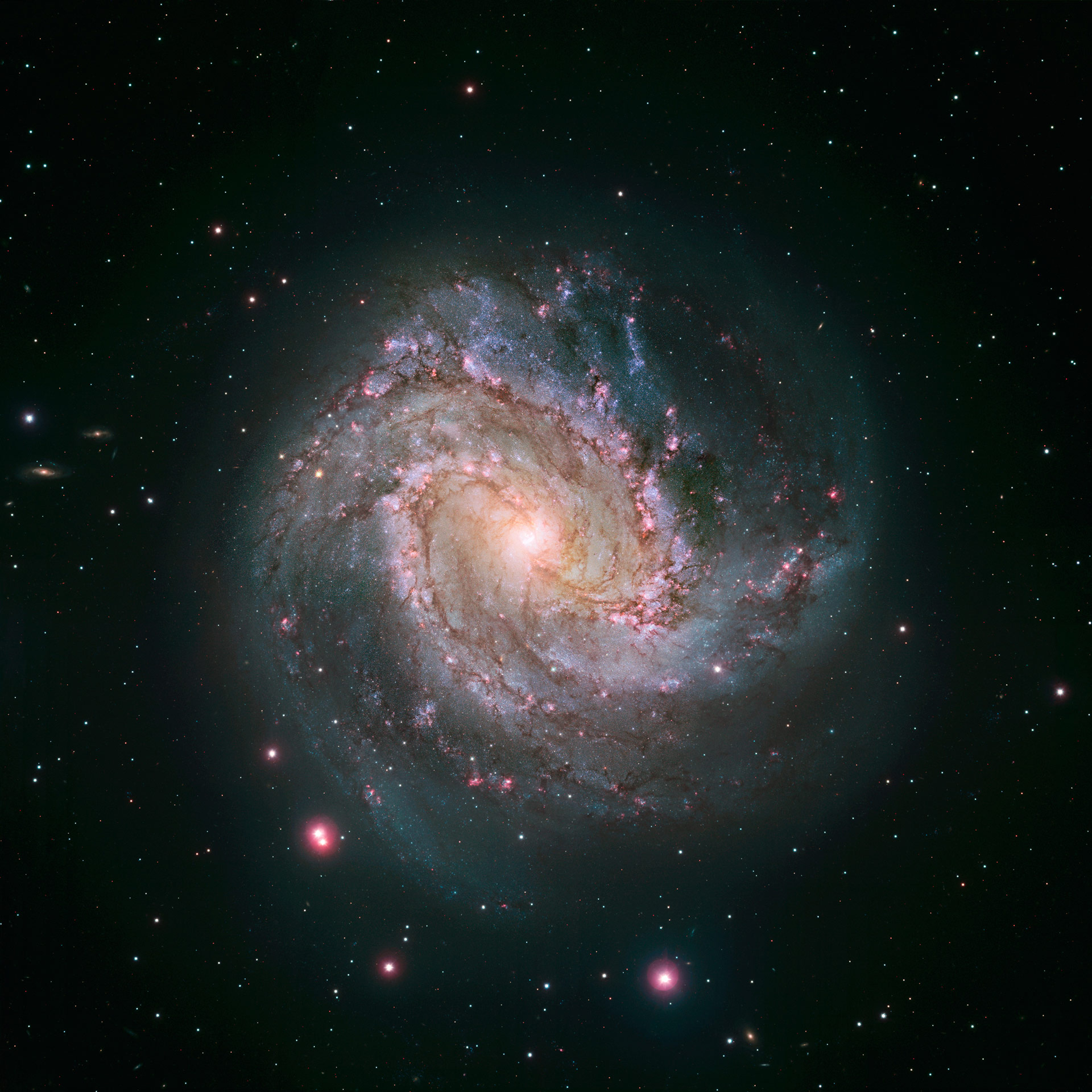 New Hubble Image of Spiral Galaxy Messier 83