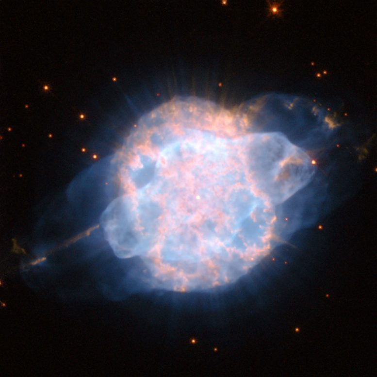 Hubble Views Planetary Nebula NGC 3918