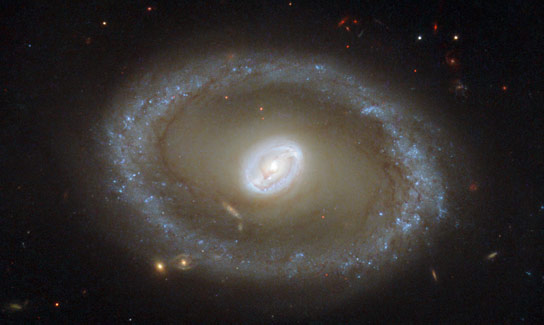 Hubble Views Type II Seyfert Galaxy NGC 3081