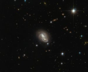 Hubble Views Unusual Galaxy IRAS 06076-2139