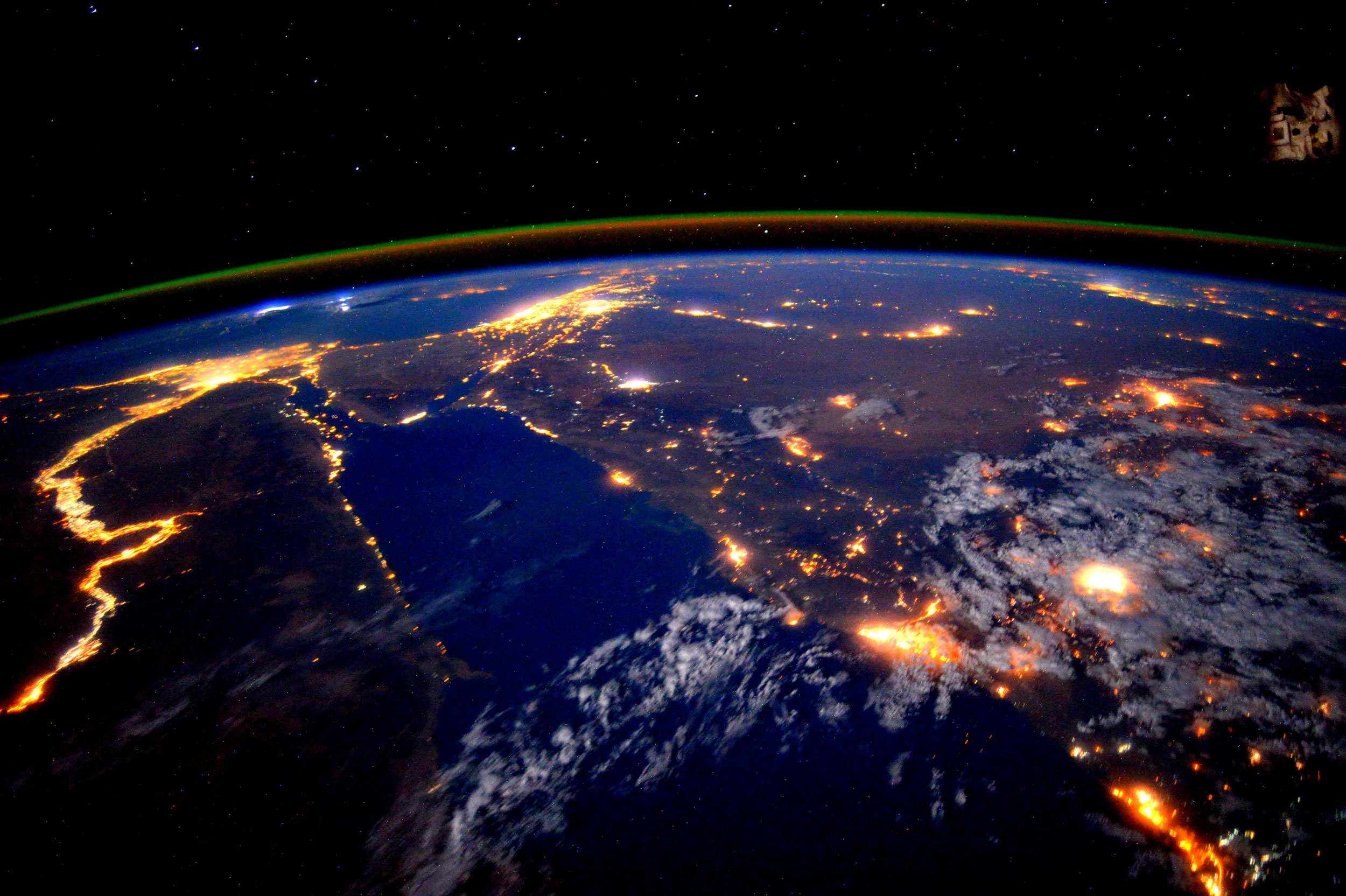 astronaut scott kelly views the nile at night from the