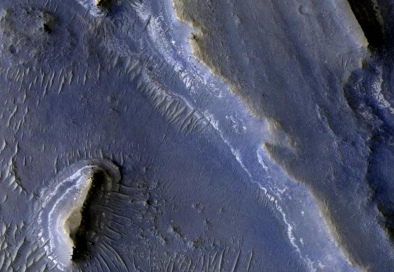 Curiosity Rover Data Shows Oxygen Behaving Weirdly on Mars