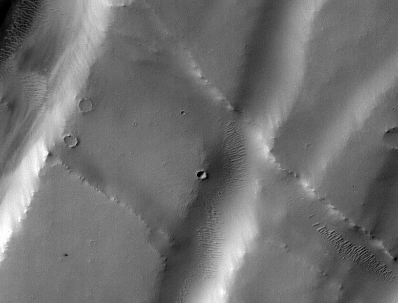 Machine learning spots Cluster of Mars Crater