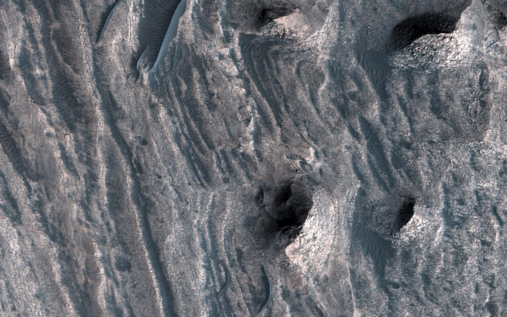 NASA's Mars Reconnaissance Orbiter Views a Window into the ...