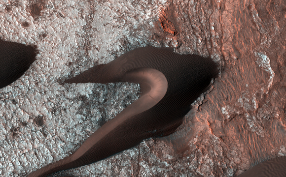 NASA's Reconnaissance Orbiter Views Martian Sand Dunes
