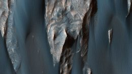 New HiRISE Image Reveals Windblown Sand in Ganges Chasma