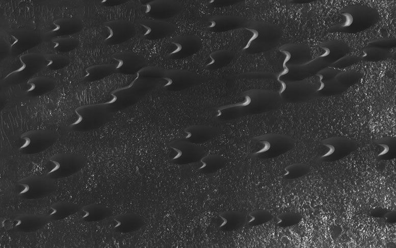 New HiRISE Image Shows Dunes of the Southern Highlands