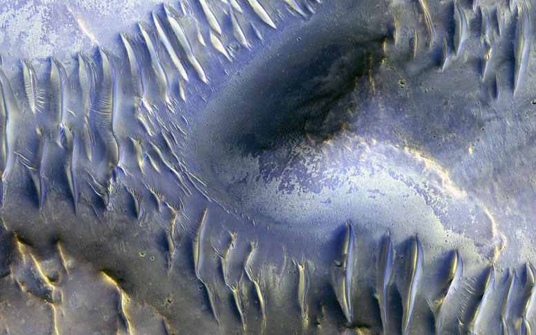 New HiRISE Image Shows Splitting Dunes