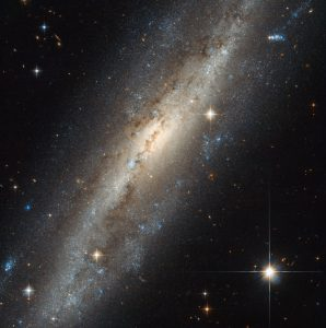 New Hubble Image of Barred Spiral Galaxy NGC 7640