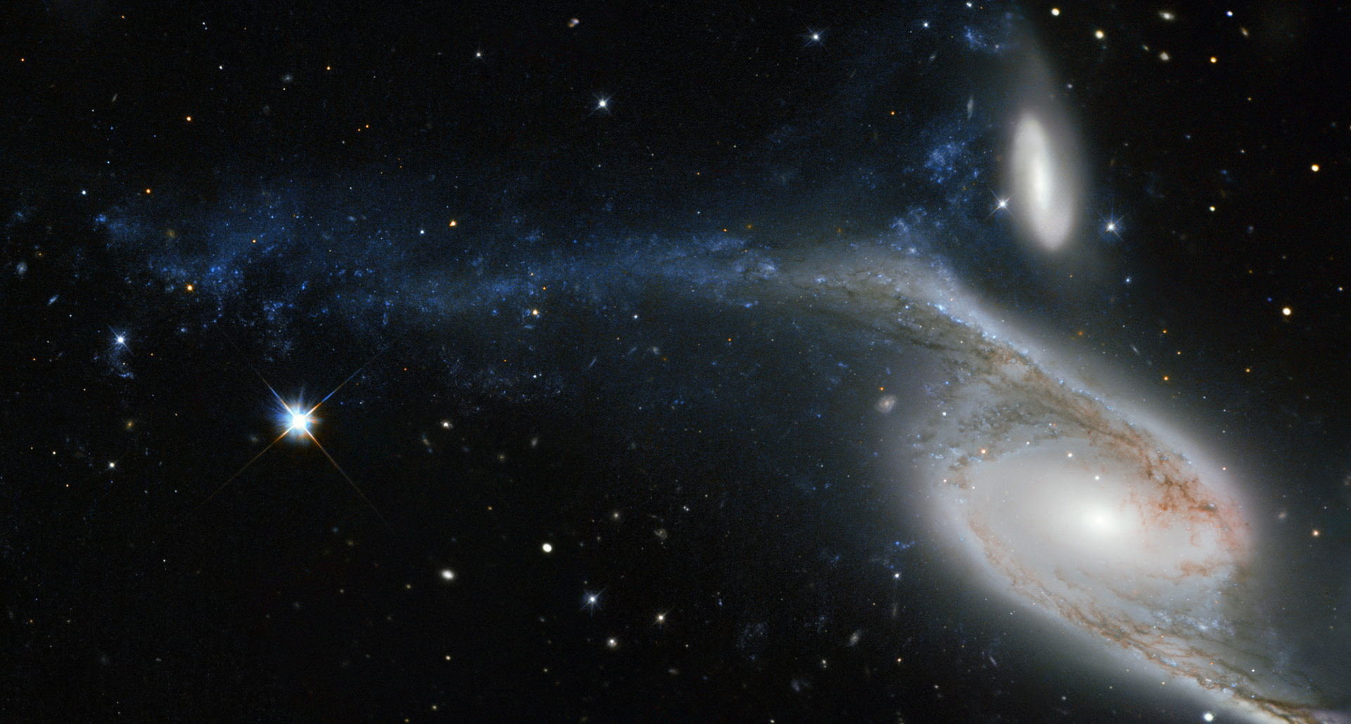 Hubble Views Two Interacting Galaxies