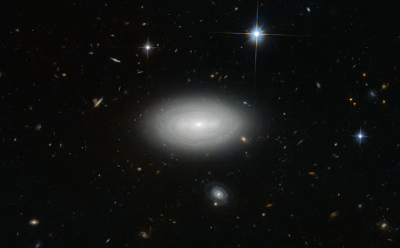 New Hubble Image of Spiral Galaxy MCG+01-02-015