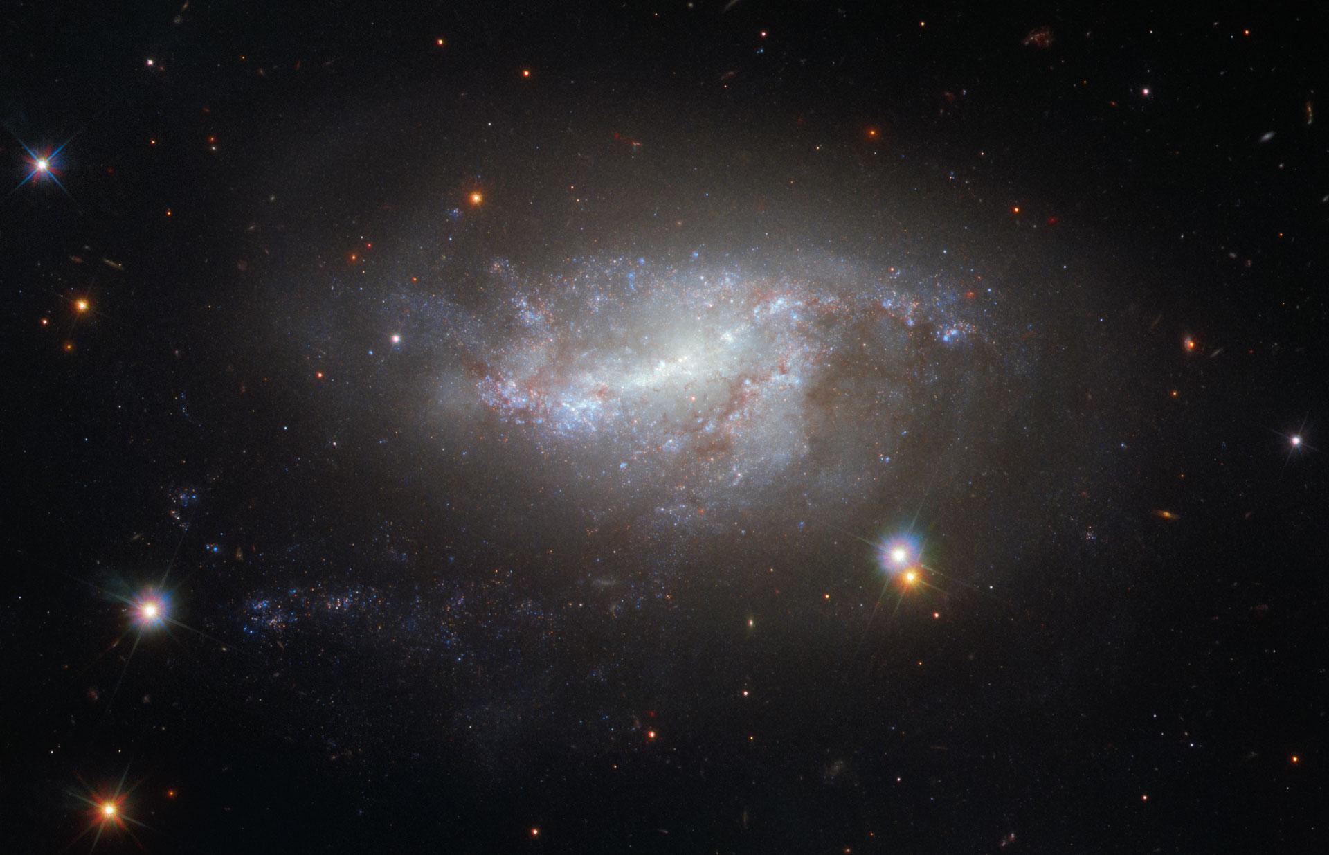 Hubble Image of the Week - Spiral Galaxy NGC 5917