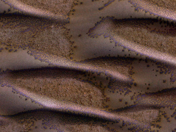 New Image Shows Frosted Dunes on Mars