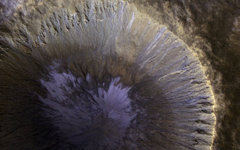 New Mars Reconnaissance Orbiter Image of a Gullied Crater