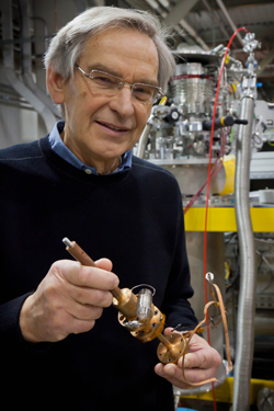 ORNL Scientists using world-class Spallation Neutron Source will hunt for supersolids