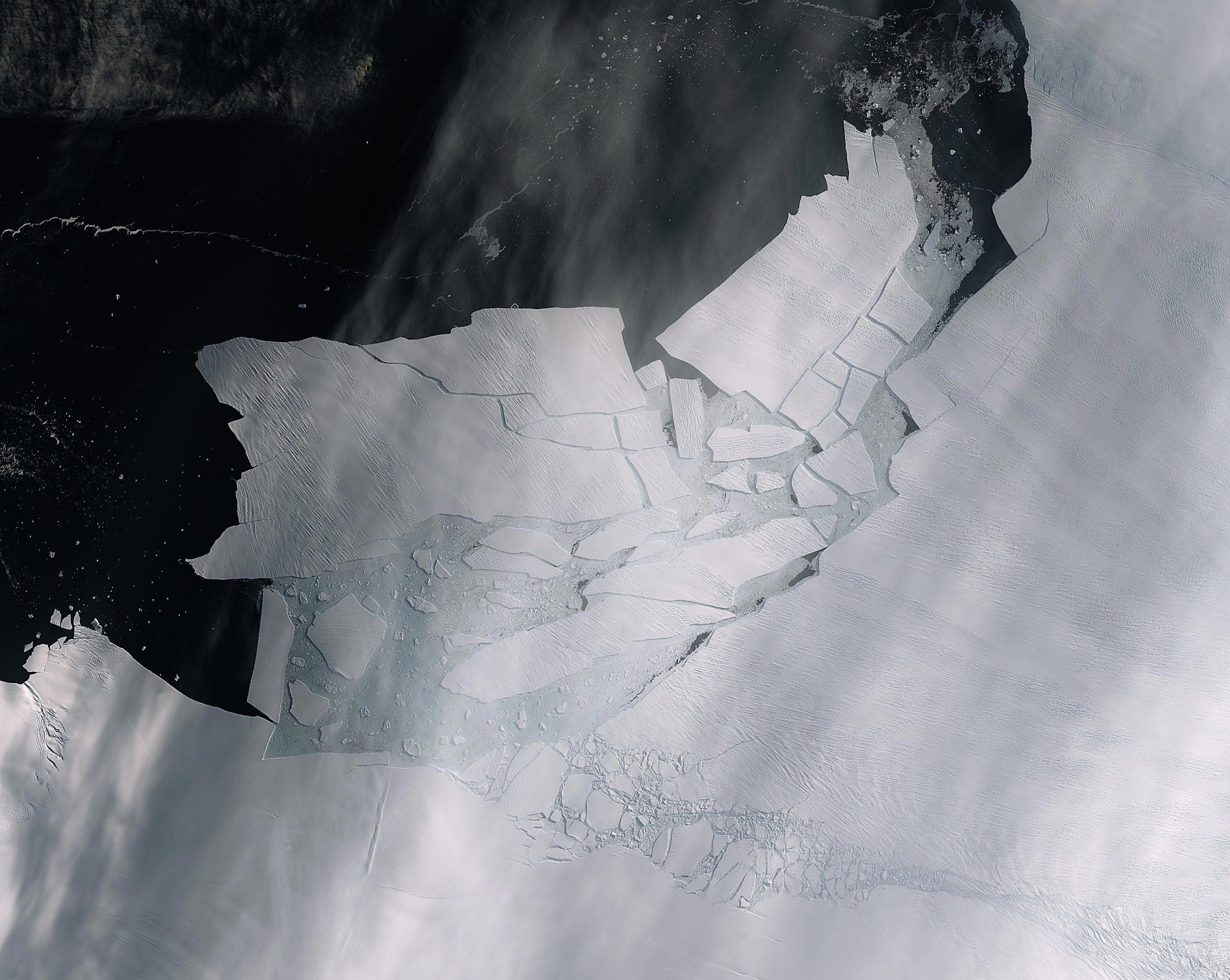 Satellite images show Pine Island Glacier spawning iceberg
