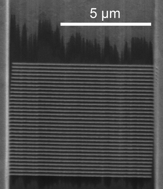 Researchers Fabricate a Metamaterial that Gives Visible Light a Nearly Infinite Wavelength