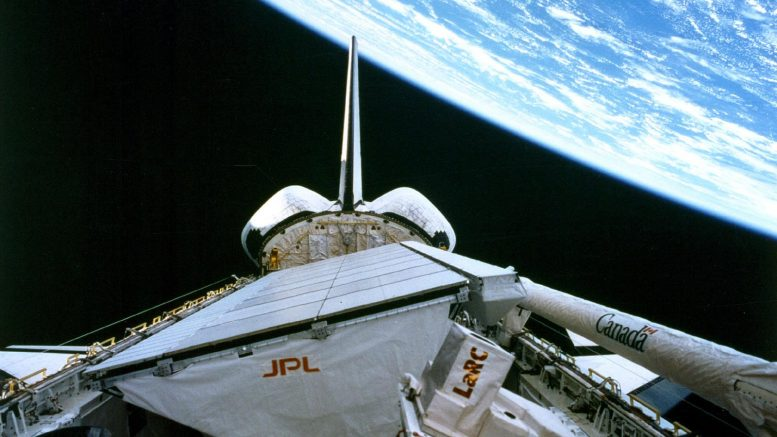 Shuttle Endeavour with SIR-C/X-SAR Instruments