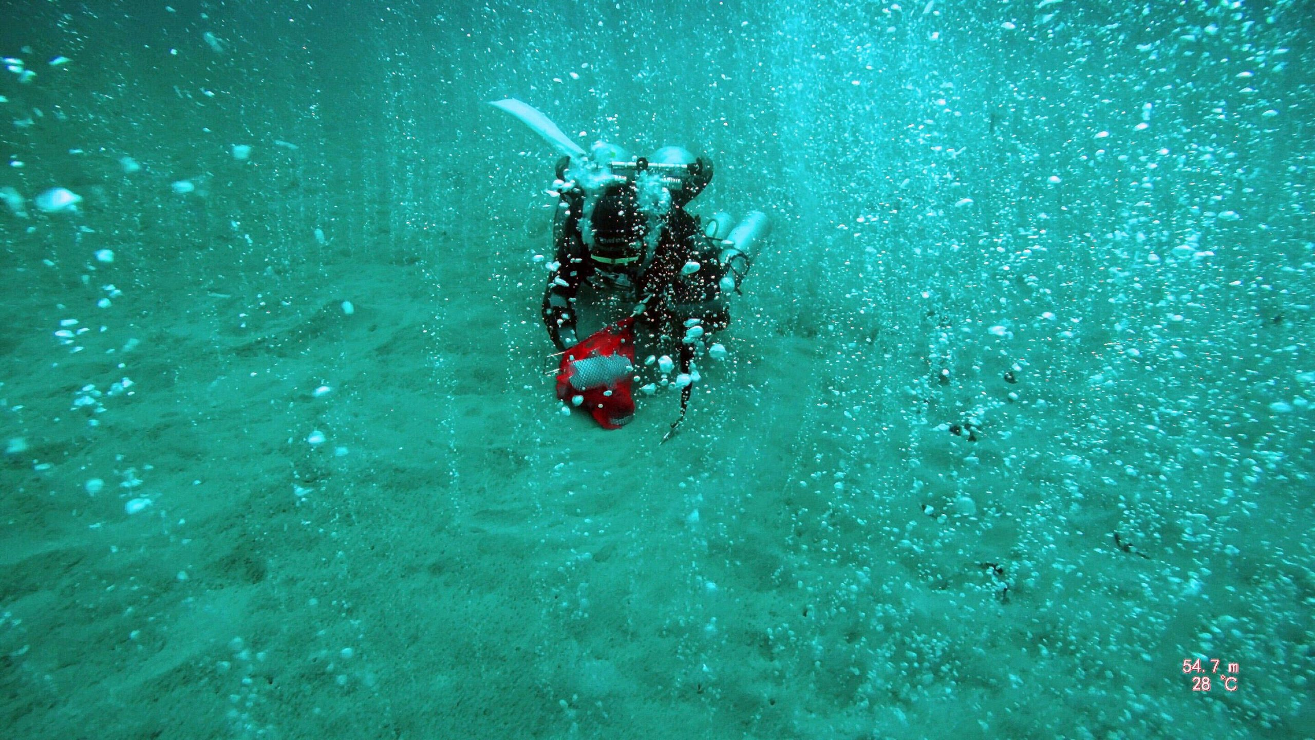 """Bubbling CO2 Hotspot """"Soda Springs"""" Discovered by Deep Diving Scientists - SciTechDaily"""