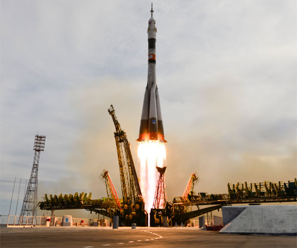 Soyuz Heads to Space Station with New Crew