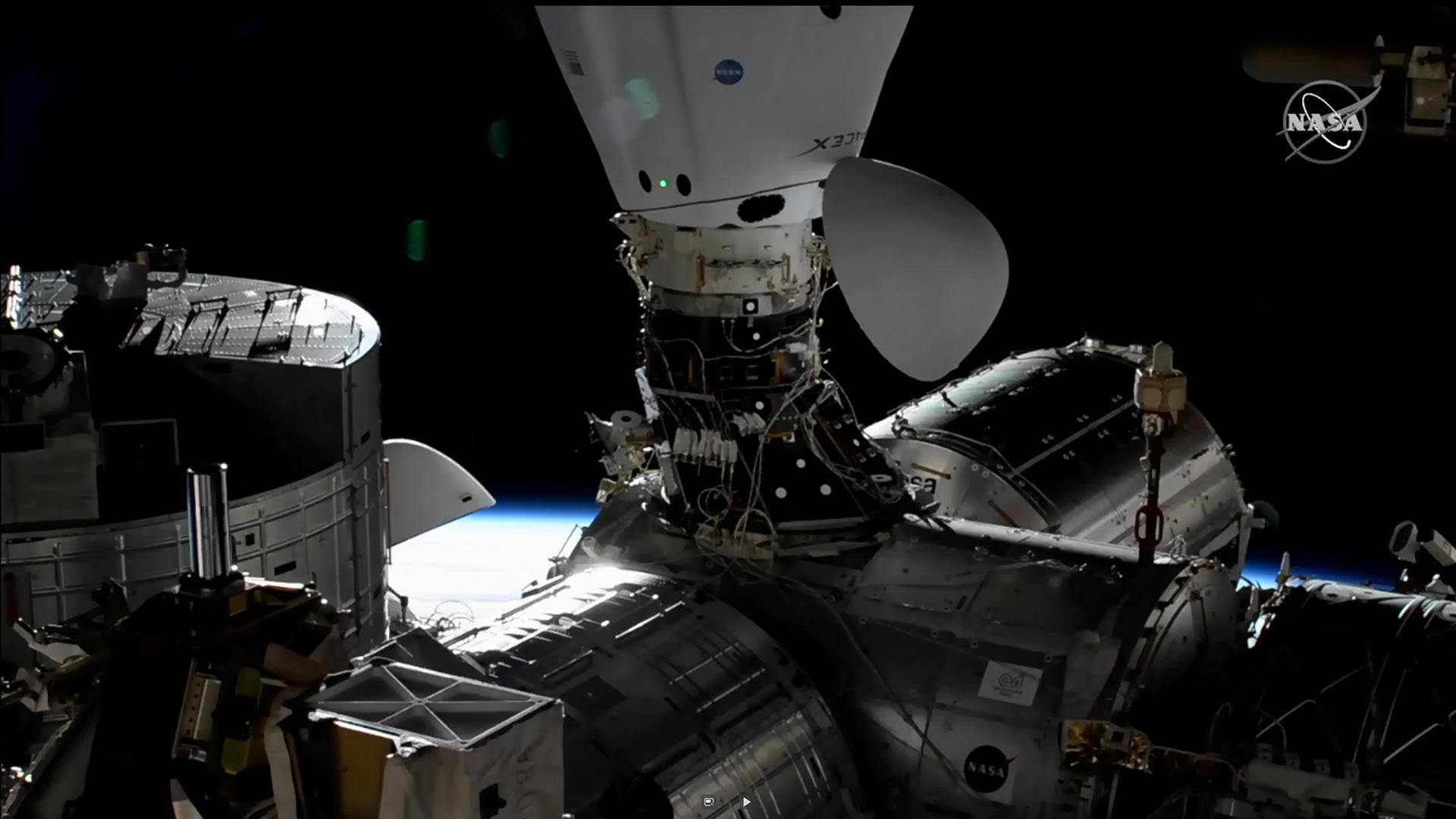 SpaceX's second Dragon supply capsule heads to ISS with Christmas presents