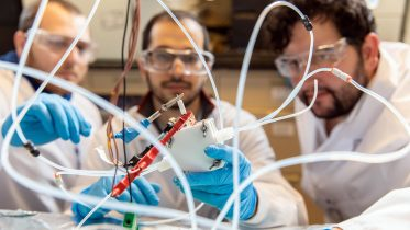 """Innovative """"Reverse Fuel Cell"""" Converts Waste CO2 Into Valuable Chemicals 10x Faster"""