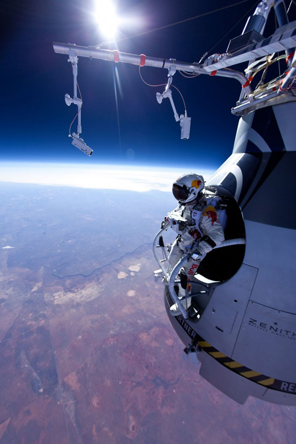 baumgartner-ready-to-jump