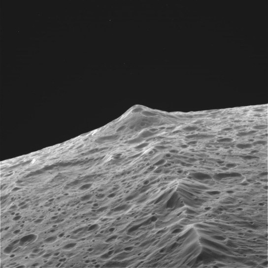cassini-probe-ridge-iapetus-saturn
