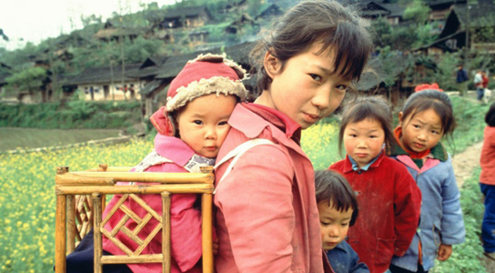 chinese-mother-with-girls